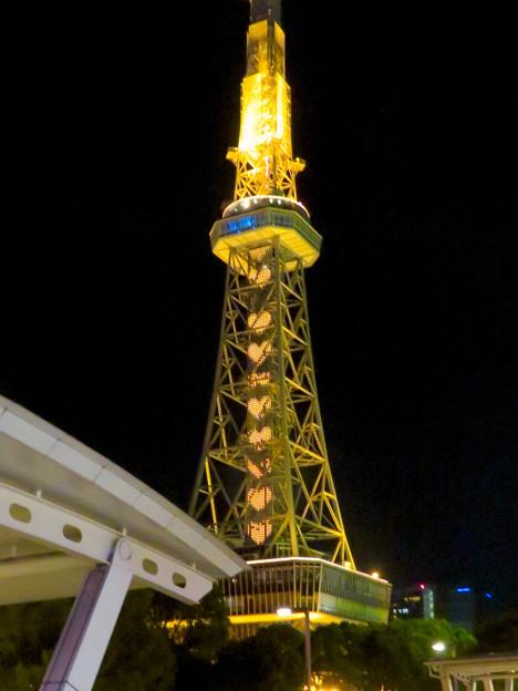 名古屋テレビ塔:名古屋の自虐的観光PR「名古屋なんてだいすき」のイルミネーション - 3(沢山並ぶハート)