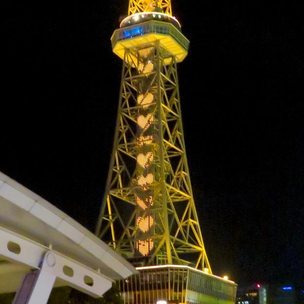名古屋テレビ塔:名古屋の自虐的観光PR「名古屋なんてだいすき」のイルミネーション - 4(沢山並ぶハート)