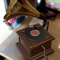 写真: Appleの3Dオブジェクト配布ページ「AR Quick Lookギャラリー」 - 5:蓄音機をAR表示