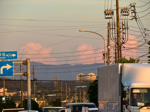 残暑で再び雲も夏っぽかった今日の夕方見えた雲 - 2