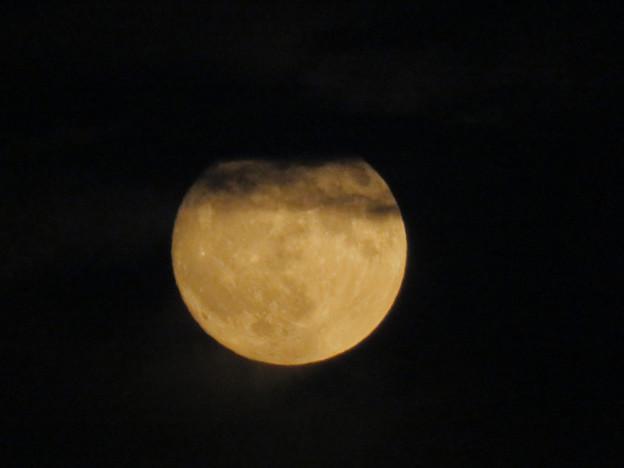 雲の隙間から顔をのぞかせてた中秋の満月(2018年9月24日) - 5