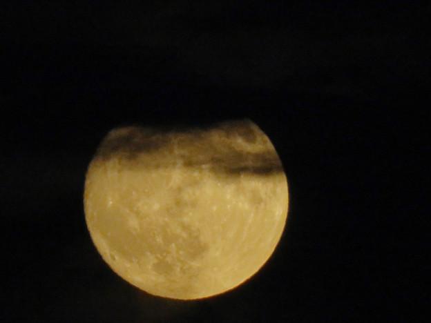 雲の隙間から顔をのぞかせてた中秋の満月(2018年9月24日) - 6