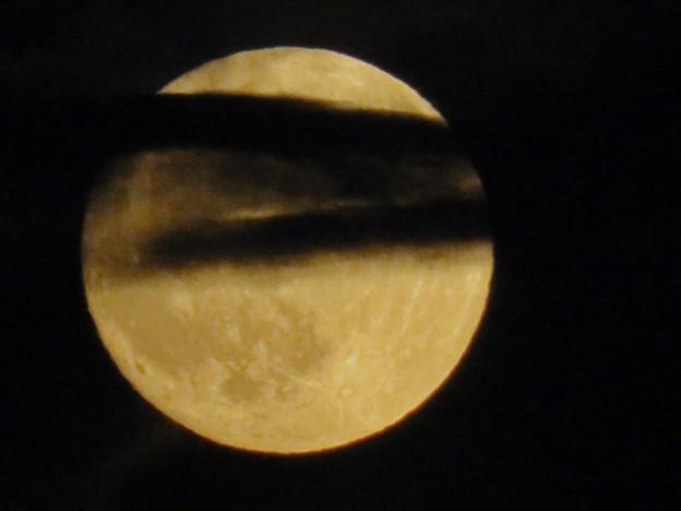 雲の隙間から顔をのぞかせてた中秋の満月(2018年9月24日) - 8
