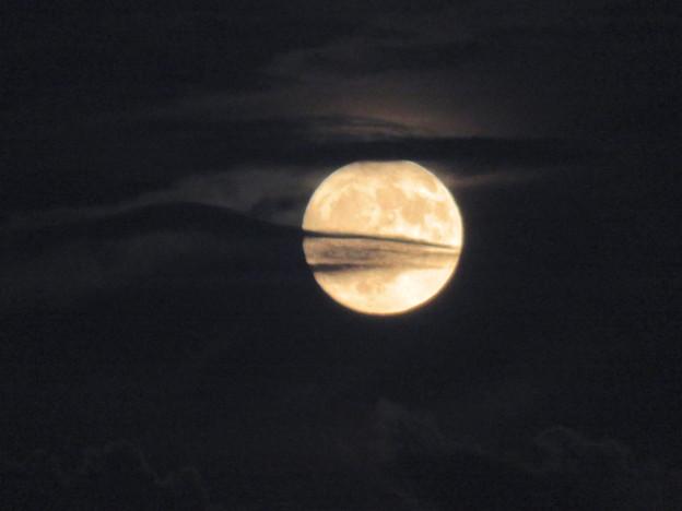 雲の隙間から顔をのぞかせてた中秋の満月(2018年9月24日) - 9