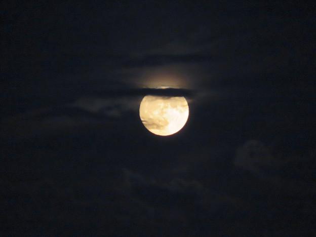 雲の隙間から顔をのぞかせてた中秋の満月(2018年9月24日) - 11