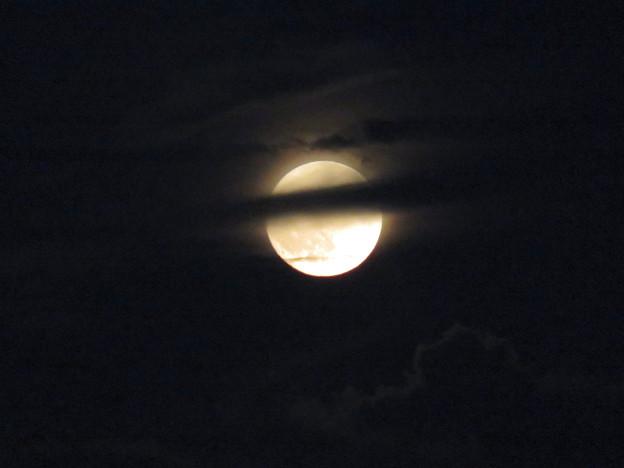雲の隙間から顔をのぞかせてた中秋の満月(2018年9月24日) - 16