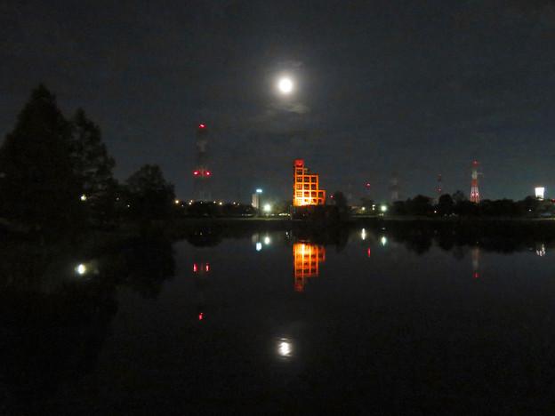 落合公園から見た薄曇りの中秋の満月(2018年9月24日) - 1