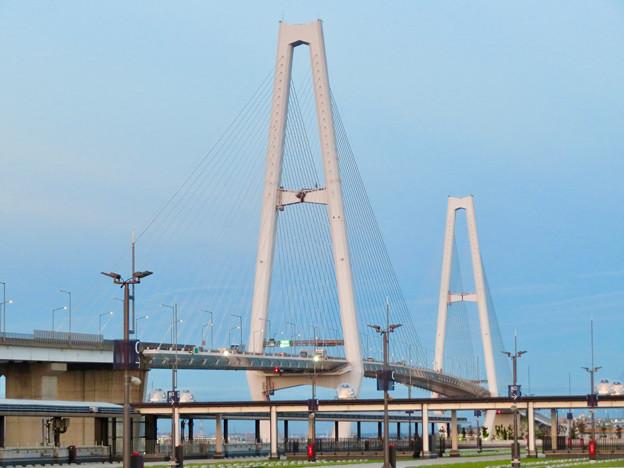 金城ふ頭駐車場から見た景色 - 1:名港中央大橋
