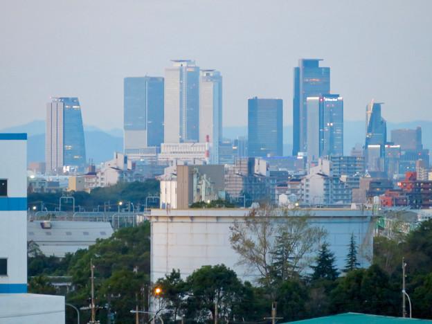 金城ふ頭駐車場から見た景色 - 4:名駅ビル群とグローバルゲート