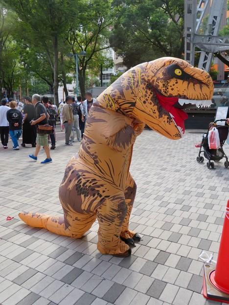 ニコニコ町会議 2018 No - 9:恐竜のきぐるみ