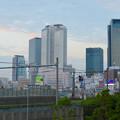グローバルゲートから「ささしまライブ駅」へと通じる歩道橋の上から見た名駅ビル群 - 1