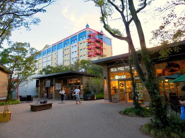 今年(2018年)4月にオープンした「レゴランド・ジャパン・ホテル」 - 9:メイカーズ・ピアから見上げたホテル