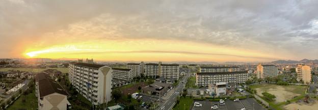 夕日に向かってまっすぐ伸びていた雲 - 2