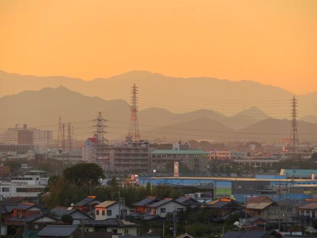 県営岩崎住宅から見た夕暮れ時の岐阜城・金華山 - 1
