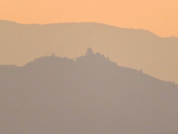 県営岩崎住宅から見た夕暮れ時の岐阜城・金華山 - 3