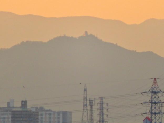 県営岩崎住宅から見た夕暮れ時の岐阜城・金華山 - 8