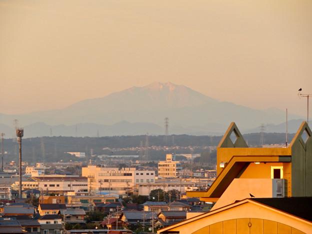 県営岩崎住宅から見た夕暮れ時の御嶽山 - 2