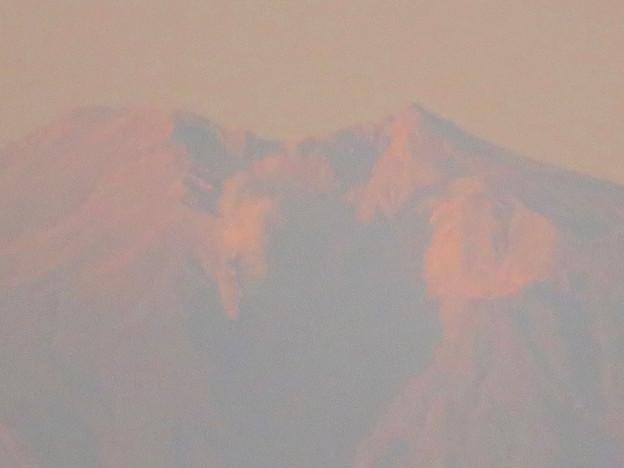 県営岩崎住宅から見た夕暮れ時の御嶽山 - 7:山頂部