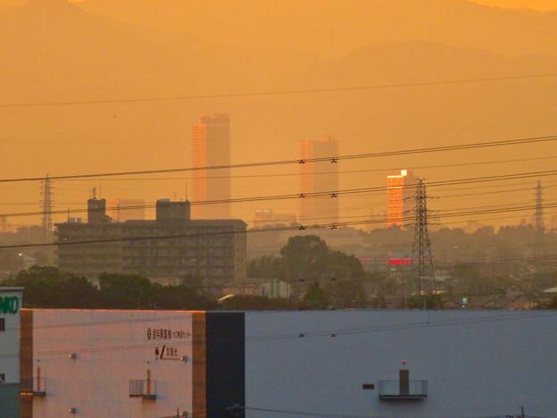 県営岩崎住宅から見た夕暮れ時の、たぶん岐阜駅前のビル群