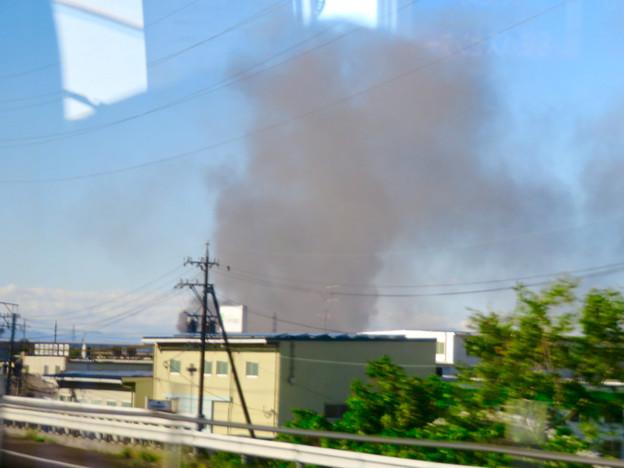 東名高速走行中の高速バスから撮影した国盛化学の火事 - 3