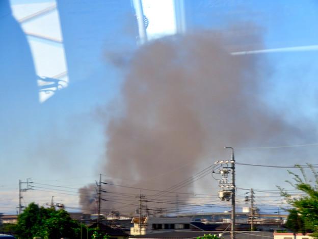 東名高速走行中の高速バスから撮影した国盛化学の火事 - 5