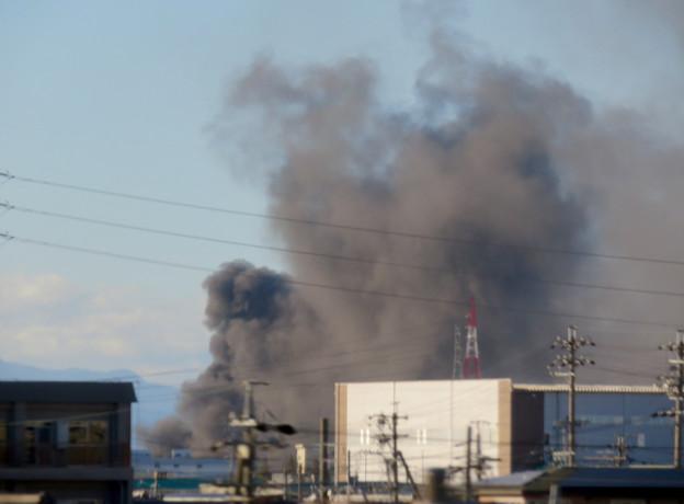 東名高速走行中の高速バスから撮影した国盛化学の火事 - 11