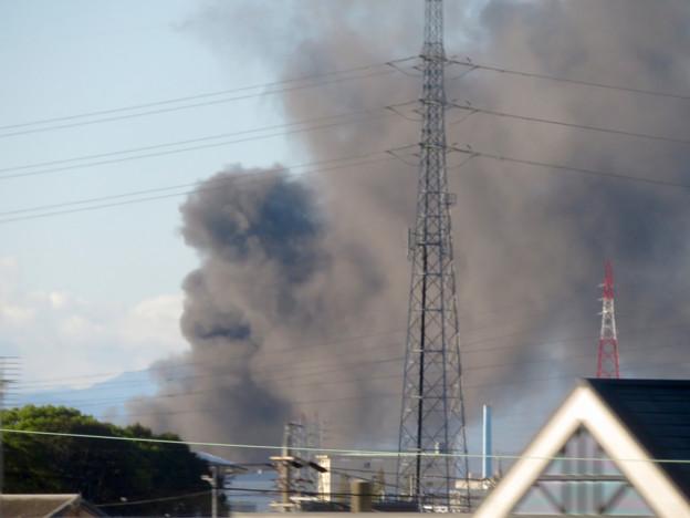 東名高速走行中の高速バスから撮影した国盛化学の火事 - 12