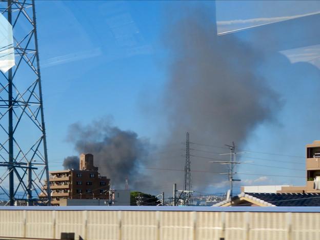 東名高速走行中の高速バスから撮影した国盛化学の火事 - 13