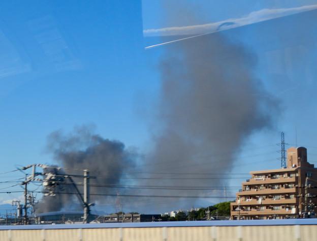 東名高速走行中の高速バスから撮影した国盛化学の火事 - 14