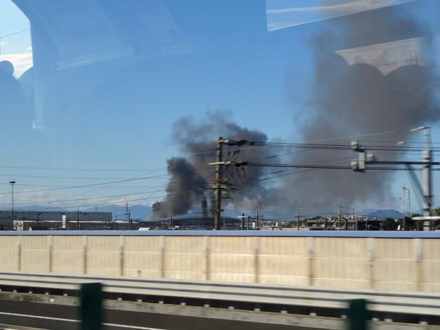 東名高速走行中の高速バスから撮影した国盛化学の火事 - 15