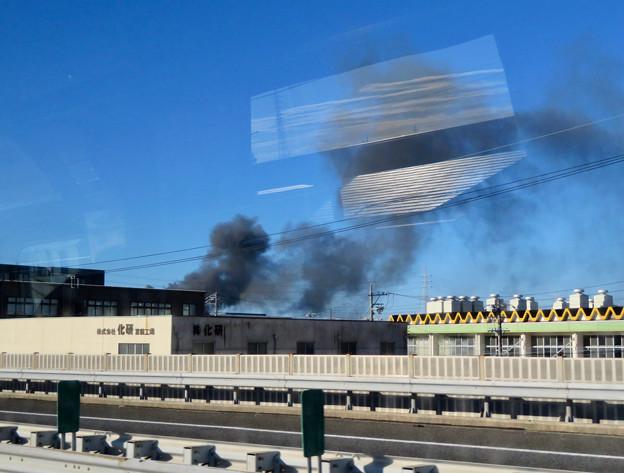 東名高速走行中の高速バスから撮影した国盛化学の火事 - 34