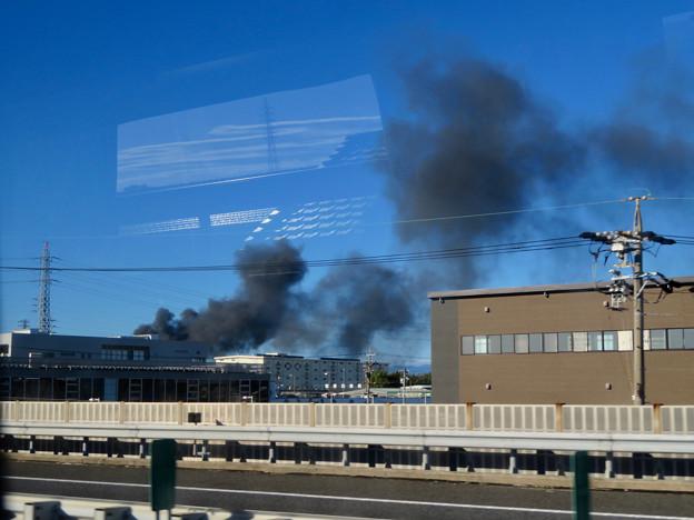東名高速走行中の高速バスから撮影した国盛化学の火事 - 35