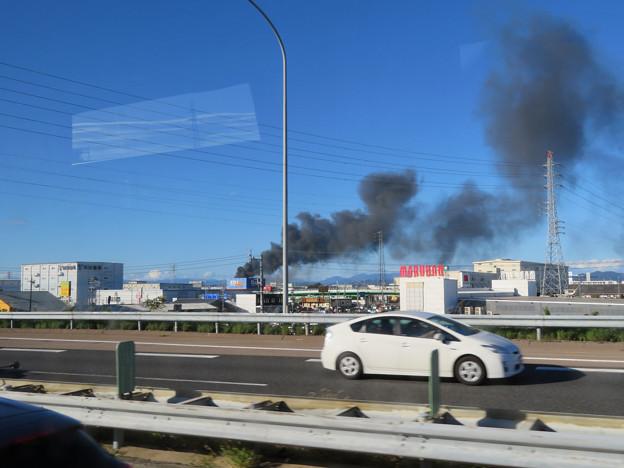 東名高速走行中の高速バスから撮影した国盛化学の火事 - 39
