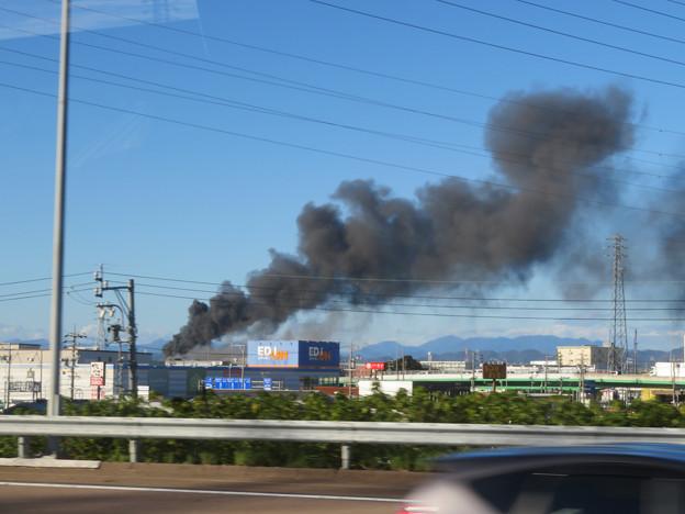 東名高速走行中の高速バスから撮影した国盛化学の火事 - 40