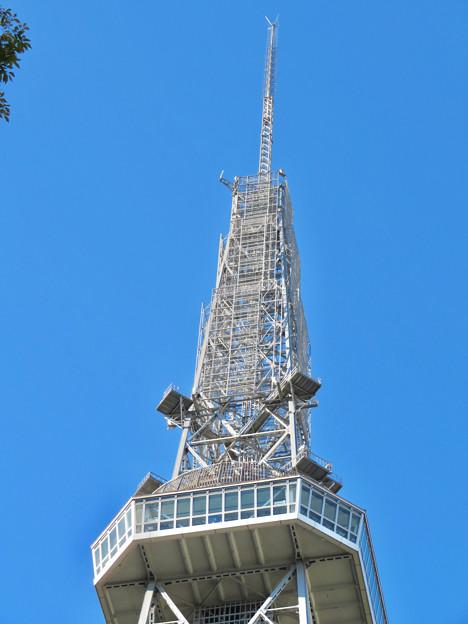 真下から見上げた名古屋テレビ塔頭頂部 - 1