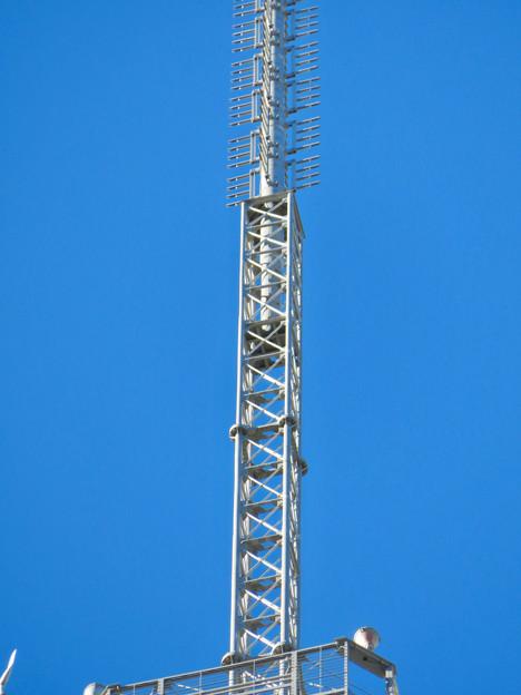 真下から見上げた名古屋テレビ塔頭頂部 - 4