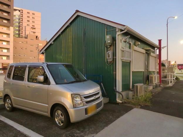 堀川の岩井橋付近にある可愛らしい建物の謎の…店舗?? - 6