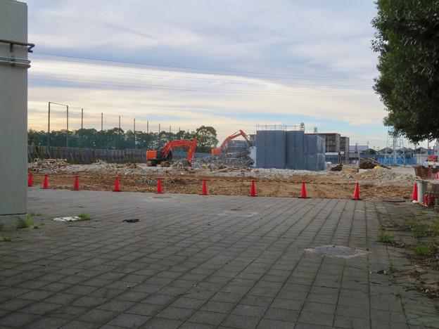 解体工事中の朝宮公園のプール - 1