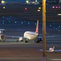写真: エアポートウォーク名古屋 No - 9:着陸したばかりのFDA機