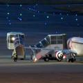 写真: エアポートウォーク名古屋 No - 11:着陸した飛行機の周りで作業する人たち
