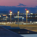 写真: エアポートウォーク名古屋 No - 15:夕暮れ時のスカイデッキから見た景色