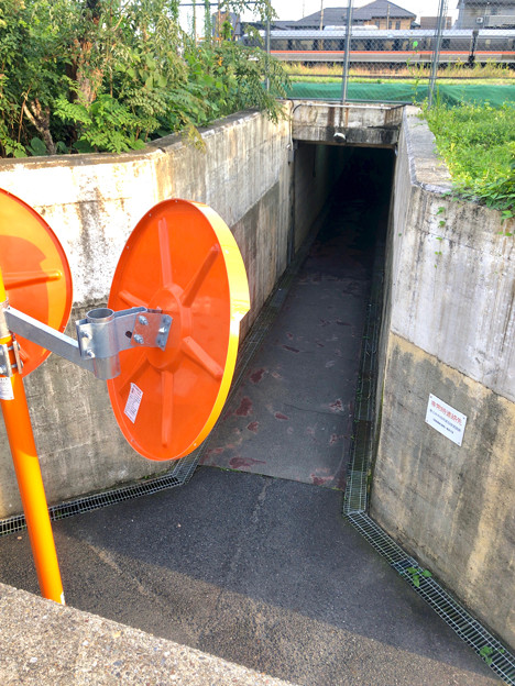 JR中央線下を通る狭い歩道 - 3