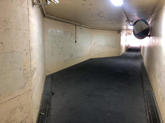 JR中央線下を通る狭い歩道 - 6