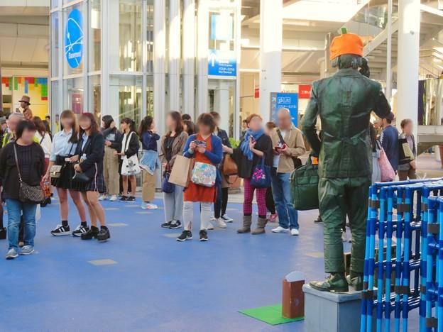 NAGOYA大道芸フェスティバル 2018 - 7:彫像の様に静止してた大道芸人の方(スタチュー)