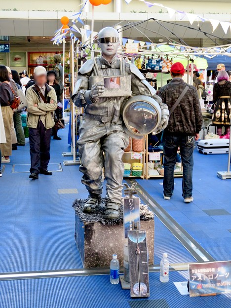 NAGOYA大道芸フェスティバル 2018 - 13:彫像の様に静止してた大道芸人の方(スタチュー)