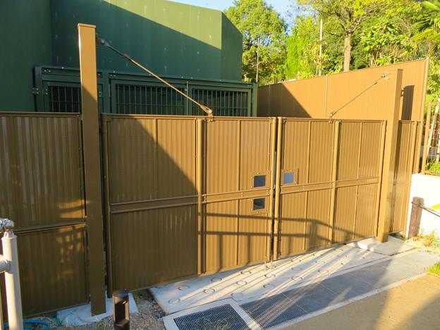東山動植物園:新ゴリラ・チンパンジー舎 - 34(施設搬入口?)