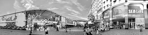 レゴランドとレゴランドジャパンホテル、シーライフ名古屋のパノラマ画像(モノクロ)