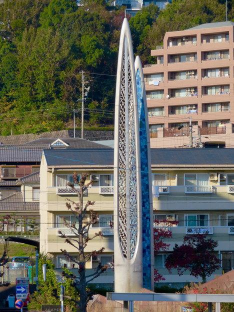 高蔵寺駅ホームから見た駅前シンボルの塔(?) - 3