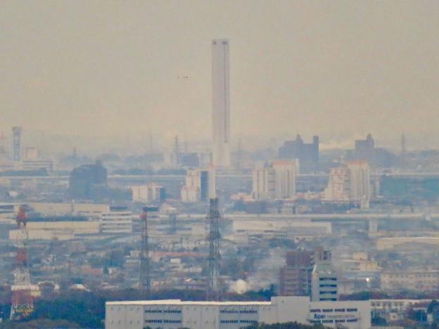 定光寺展望台から見た景色:三菱電機稲沢製作所のエレベーター試験棟 - 2