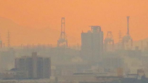 定光寺展望台から見た景色:名古屋港の巨大クレーン - 1